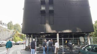 La Police technique et scientifique réalise des photos du Centre des finances publique à Morlaix (Finistère) le 20 septembre 2014 (  MAXPPP)