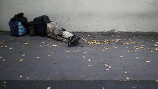 Un sans-abri à Caen (Calvados), le 14 septembre 2018. (CHARLY TRIBALLEAU / AFP)