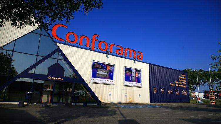 Un magasin Conforama dans la zone commerciale Les Couleures de Valence (Drôme), le 2 juillet 2019. (NICOLAS GUYONNET / HANS LUCAS / AFP)