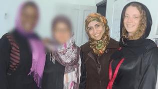 Isabelle Prime (D) et son interprète, toutes deux enlevées le 24 février 2015 à Sanaa (Yémen). (  FRANCETV INFO )