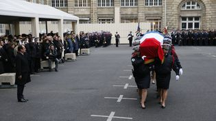 Le président François Hollande lors de la cérémonie d'hommage aux trois policiers tués lors des attentats, le 13 janvier 2015, à Paris. (PATRICK KOVARIK / AFP)
