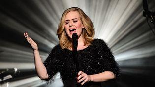 Adele le 7 novembre 2015 aux NRJ Music Awards à Cannes.  (Ghnassia / NMA 2016 / SIPA)
