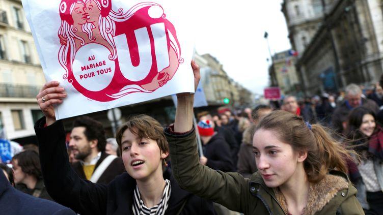 150 000 personnes selon les organisateurs, 60 000 selon la police, ont manifesté à Paris pour le mariage pour tous, le 16 décembre 2012. (FRED DUFOUR / AFP)