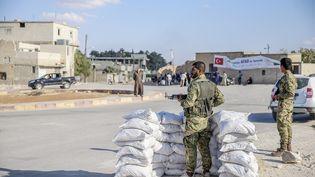 Un poste de contrôle des forces de Bachar Al-Assad à Alep (Syrie), le 16 septembre 2016. (EMIN SANSAR / ANADOLU AGENCY / AFP)