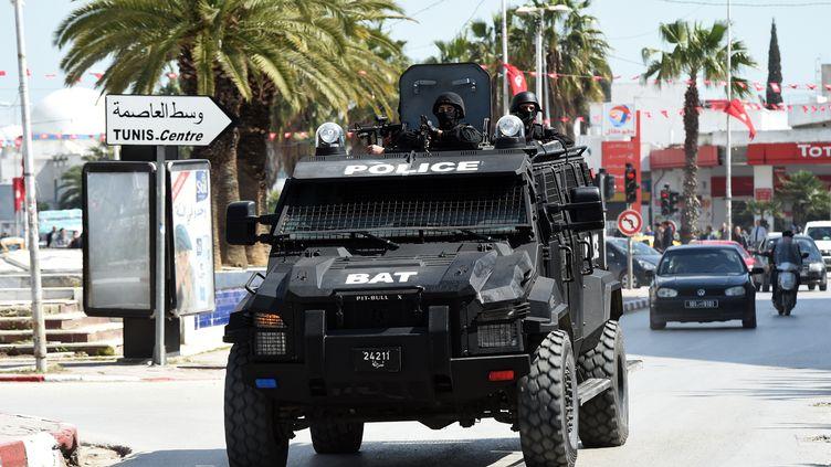 Les forces de sécurité à Tunis, le 18 mars 2015. (FETHI BELAID / AFP)
