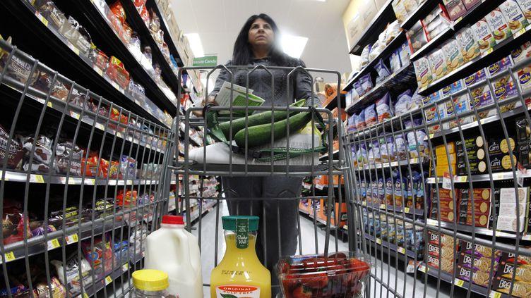 Un supermarché Walmart à Chicago (Etats-Unis) le 21 septembre 2011.Le PIB américain a notamment profité de la hausse de la consommation des ménages. (JIM YOUNG / REUTERS)