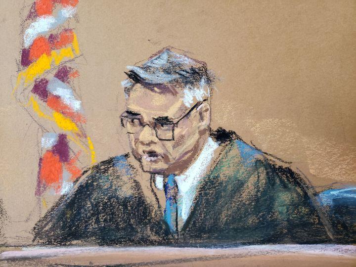 Dessin d'audience montrant lejuge de la Cour suprême de New York James Burke, lors du procès d'Harvey Weinstein, le 9 janvier 2020. (JANE ROSENBURG / REUTERS)
