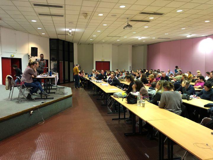 """Une première assemblée générale des """"stylos rouges"""" mercredi 9 janvier 2019 à Créteil (Val-de-Marne). (ALEXIS MOREL / FRANCE INFO)"""