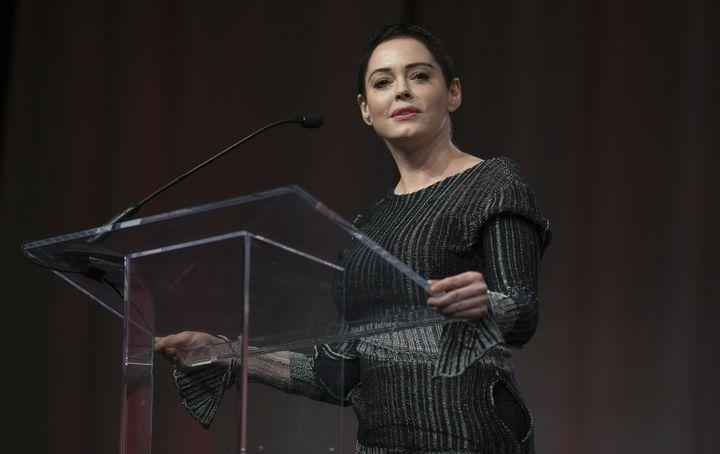 L'actrice américaine Rose McGowan, première femme à accuser publiquementHarvey Weinstein de violences sexuelles, lors de la marche des femmes de Détroit, dans le Michigan (Etats-Unis), le 27 octobre 2017. (RENA LAVERTY / AFP)