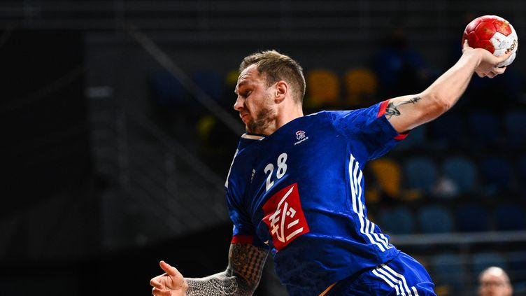 Valentin Porte, l'ailier de l'équipe de France, le 16 janvier 2021 lors du match contre l'Autriche au Mondial de Handball qui se dispute au Caire (Égypte). (ANNE-CHRISTINE POUJOULAT / POOL)