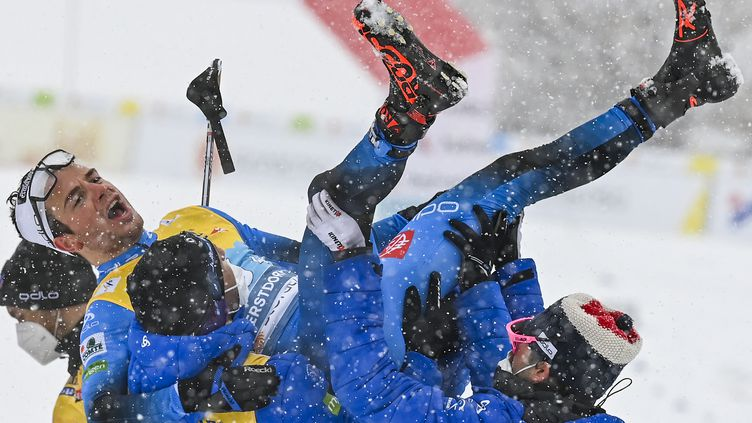 L'équipe de France en bronze lors du relais de ski de fond  (CHRISTOF STACHE / AFP)