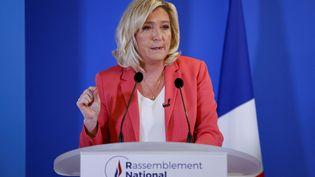 Marine Le Pen lors d'une conférence de presse au siège du Rassemblement national, à Nanterre (Hauts-de-Seine), le 29 janvier 2021. (THOMAS SAMSON / AFP)