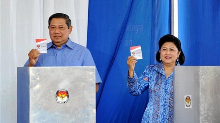 Le président indonésien, Susilo Bambang Yudhoyono, et son épouse (© AFP PHOTO/ADEK BERRY)