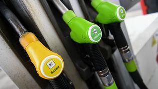 Des pompes à essence à Chancelade (Dordogne), le 15 septembre 2021. (ROMAIN LONGIERAS / HANS LUCAS / AFP)