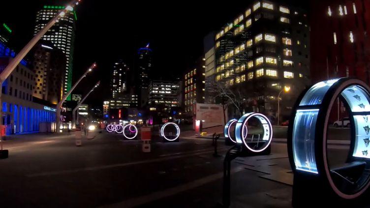Un parcours artistique, installé dans Montréal, illumine la saison des fêtes dans la ville. (FRANCEINFO)