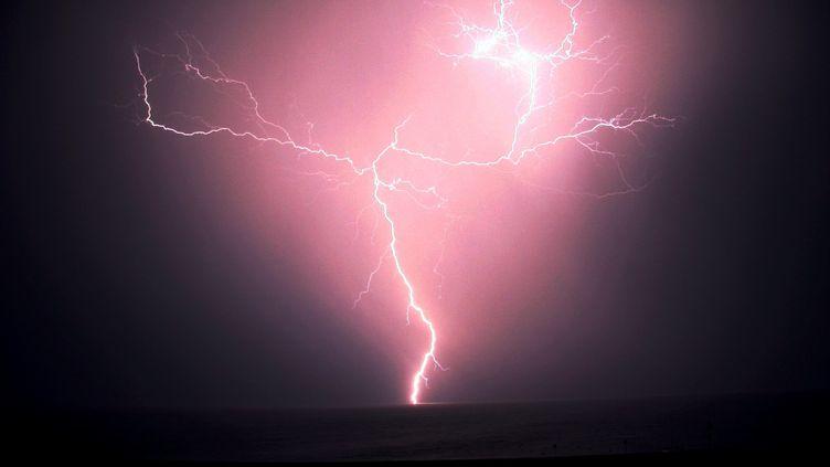 Un orage à Saint-Cyprien, dans les Pyrénées-Orientales, le 5 août 2008. (MAXPPP)