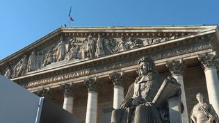 En début de soirée, samedi 29 février, le Premier ministre Edouard Philippe a annoncé le recours au 49.3 pour faire passer la réforme des retraites. Mais les syndicats et l'opposition critiquent ouvertement cette décision. (FRANCE 2)