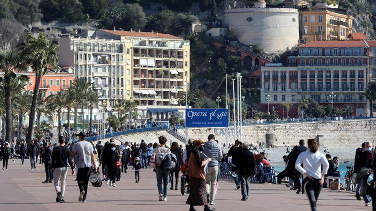 La promenade des Anglais à Nice (Alpes-Maritimes), samedi 20 février 2021. (VALERY HACHE / AFP)