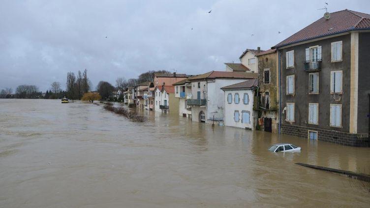 Le 25 janvier 2014, la commune dePeyrehorade sous les eaux (MAXPPP)