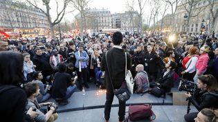 Une manifestation place de la République le 30 mars 2017 pour protester contre la mort d'un ressortissant chinois, tué par un policier à Paris. (FRANCOIS GUILLOT / AFP)