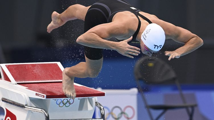 Charlotte Bonnet lors des séries du 100 nage libre, mercredi 28 juillet aux Jeux olympiques de Tokyo. (KEMPINAIRE STEPHANE / KMSP / AFP)