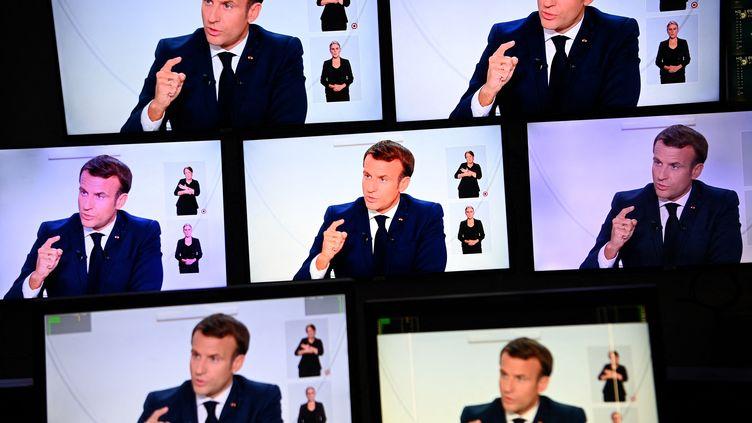 Emmanuel Macron lors de son allocution du 14 octobre 2020. (CHRISTOPHE ARCHAMBAULT / AFP)