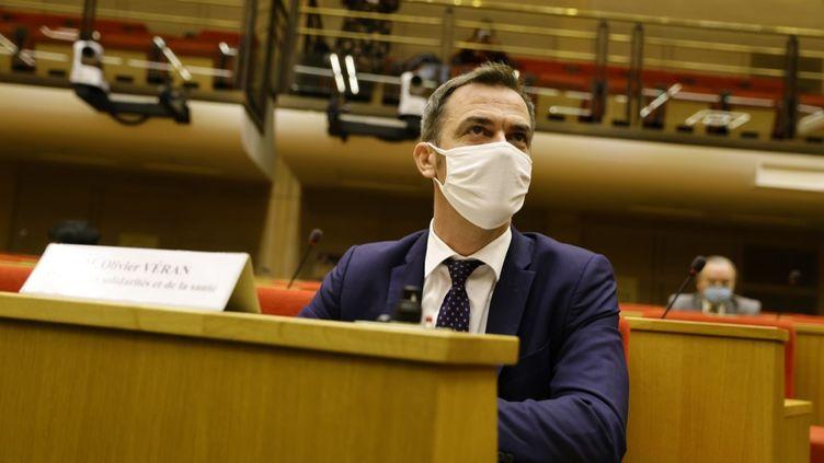 Le ministre de la Santé Olivier Véran lors de son audition devant la commission d'enquête du Sénat sur la gestion de la crise du Covid-19, jeudi 23 septembre 2020. (THOMAS SAMSON / AFP)