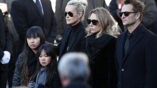 Laeticia Hallyday, Laura Smet et David Hallyday lors de l'hommage à Johnny Hallyday à La Madeleine à Paris, le 6 décembre 2017. (MAXPPP)
