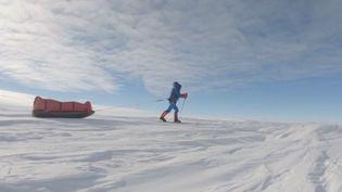 Le film de Joe Penna met en scène un homme (Mads Mikkelsen), forcé de survivre près du Pôle Nord à la suite d'un accident d'avion. (FRANCE 3)