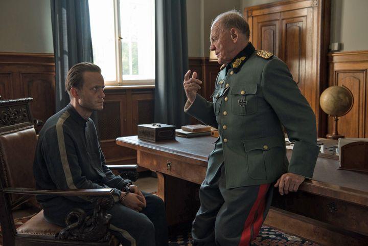 Les acteurs allemands August Diehl et Bruno Ganz dans Une vie cachée du réalisateur américain Terrence Malick (REINER BAJO / UGC Distribution)