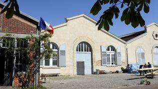 La façade claire du Théâtre du Soleil, à la Cartoucherie, dans le Bois de Vincennes (15 avril 2014)  (Bertrand Guay / AFP)