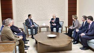 Une photo de la rencontre de parlementaires français et de leurs accompagnateurs avec Bachar Al-Assad, le 25 février 2015, à Damas (Syrie). ( SANA / AFP)
