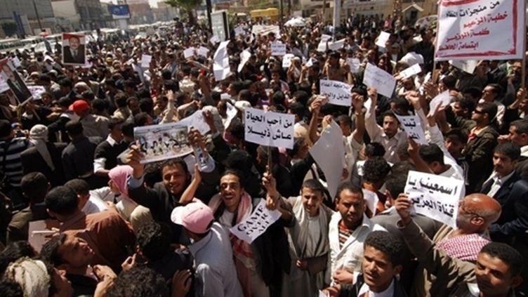 Des opposants yéménites manifestent à Sanaa (19 février 2011) (AFP / Mohammad Huwais)