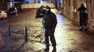 La police belge à Verviers (Belgique) après l'assaut antiterroriste lors duquel ont été tués deux suspects, le 15 janvier 2015. (BRUNO FAHY / BELGA / AFP)
