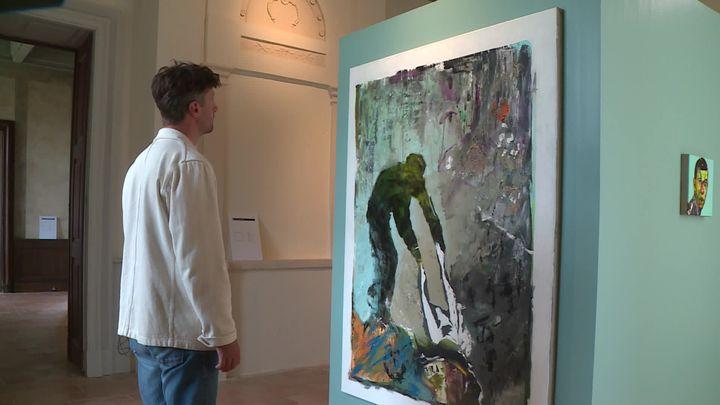 Avec ses tableaux à double sens, Emmanuel Bornstein nous met face à nos propres ambiguïtés. (France 3 Occitanie)
