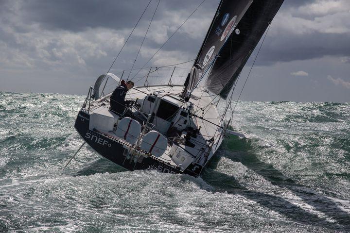 Xavier Macaire en mer (© VINCENT OLIVAUD)