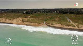 Dans la Manche, le cordon dunaire transpercé (France 2)