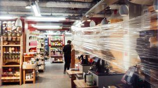Image d'illustration d'un supermarché alsacien pendant le confinement, en mars 2020. (ABDESSLAM MIRDASS / HANS LUCAS / AFP)