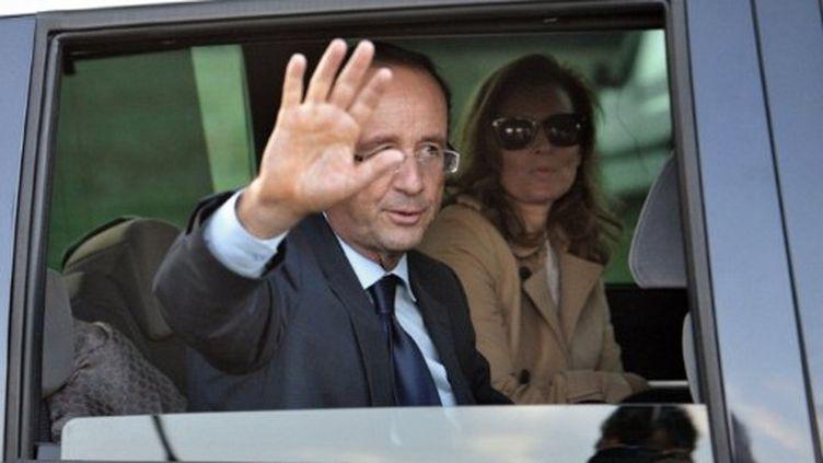François Hollande avec sa compagne Valérie Trierweiler (AFP)