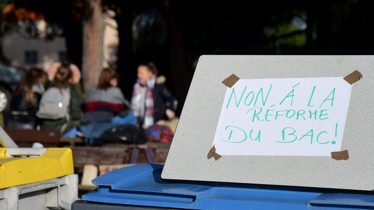 De nombreux lycées ont été bloqués par les élèves qui protestent contre la réforme du bac ces derniers quinze jours. Ici, le lycée agricole de Theza dans les Pyrénées-Orientales. (MICHEL CLEMENTZ / MAXPPP)