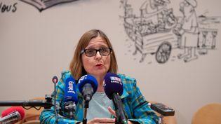 Anne Souyris, adjointe à la mairie de Paris en charge de la Santé, lors d'une conférence de presse à Paris, le 5 août 2019. (ERIC FEFERBERG / AFP)