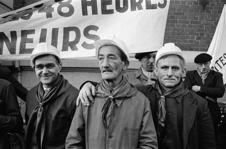 Les mineurs du bassin minier du Pas-de-Calais manifestent à Lens, en mars 1963. (REPORTERS ASSOCIES / GAMMA-RAPHO)