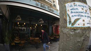 Le bar La Belle Equipe, en mars 2016, touché par les attentats du 13-Novembre, dans le 11e arrondissement de Paris. (JOEL SAGET / AFP)