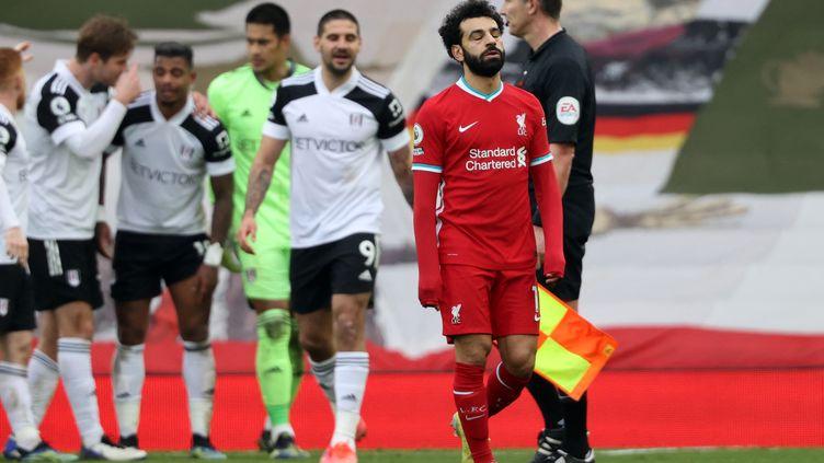Mohamed Salah dépité après la nouvelle défaite de Liverpool, cette fois face à Fulham, le 7 mars 2001 (CLIVE BRUNSKILL / POOL)