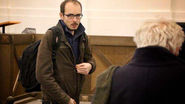 Le lanceur d'alerte Antoine Deltour au tribunal correctionnel du Luxembourg, le 12 décembre 2016. (MAXPPP)