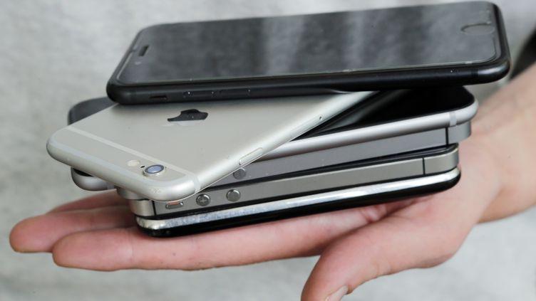 """Un smarpthone doit désormais être nommé """"mobile multification"""", ou simplement """"mobile"""", en forme abrégée. (FERNANDO GUTIERREZ-JUAREZ / ZB)"""