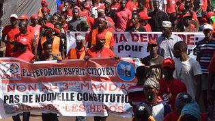 Des manifestants contre le président Alpha Conde, à Conakry (Guinée), le 26 novembre 2019. (CELLOU BINANI / AFP)