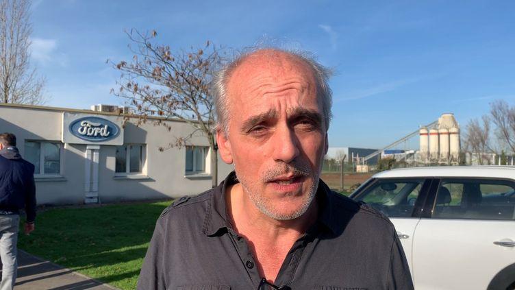 Philippe Poutou, délégué syndical CGT chez Ford Blanquefort (Gironde) et porte-parole du NPA (Nouveau parti anticapitaliste), le 11 décembre 2018 devant le comité d'entreprise de Ford à Blanquefort. (ALEXANDRE BARLOT / FRANCE INFO)