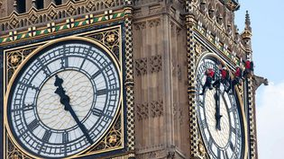 Des ouvriers nettoient les cadrans de l'horloge de Big Ben à Londres (Royaume-Uni), le 18 août 2014. (REX / SIPA)