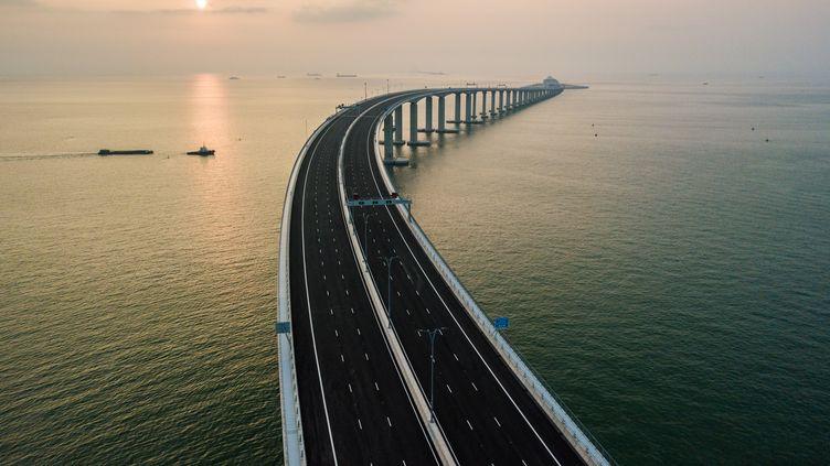 Le plus long pont maritime au monde, qui relie Hong Kong, Macao et Zhuhai, en Chine continentale,le 22 octobre 2018.  (ANTHONY WALLACE / AFP)